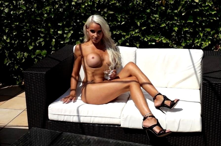 Logan nackt sophie Sophie Logan