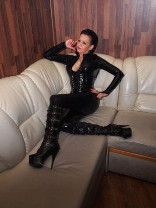 Lucie Adamant (5)